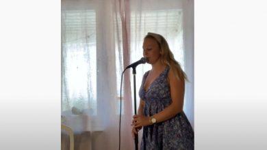 Photo of İsveçli Amatör Şarkıcı Anna Caroline Björklund, Performansıyla Dikkat Çekiyor